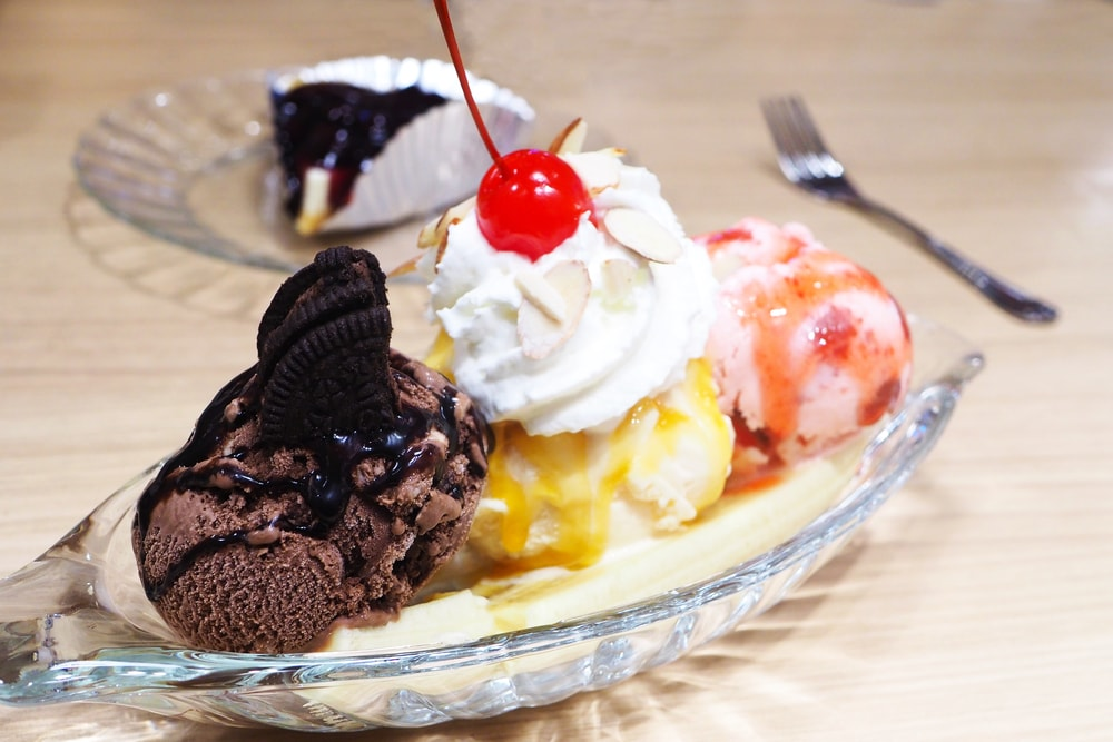 Banana Split With Cookie Crumbles