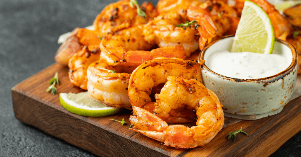 Grilled shrimp with lime wedges