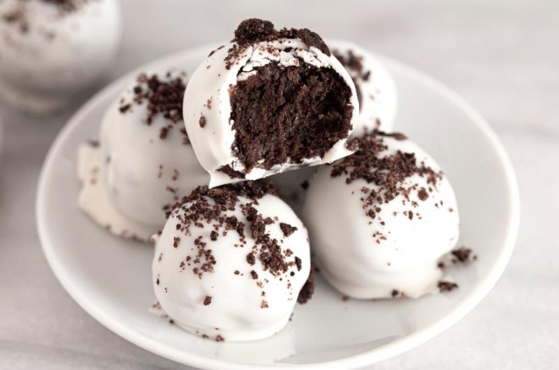 28 Best Potluck Desserts (+ Easy Recipes)