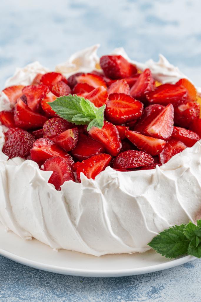 Pavlovan Cake with Strawberries