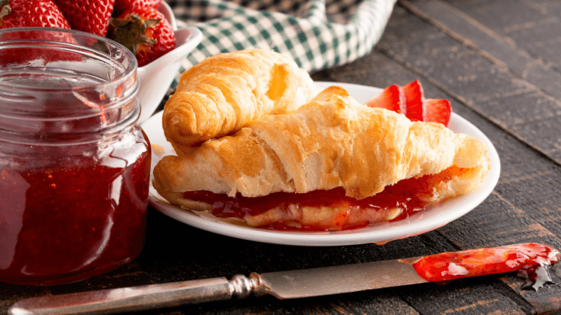 10 Best Crescent Roll Desserts (+ Easy Recipes)
