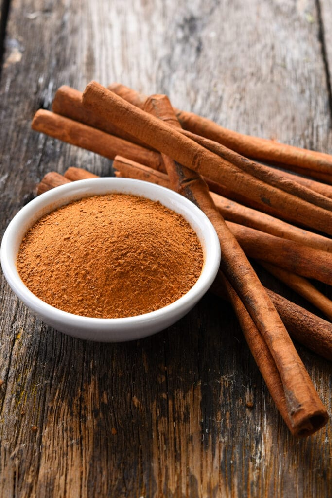 Cinnamon Powder and Cinnamon Sticks