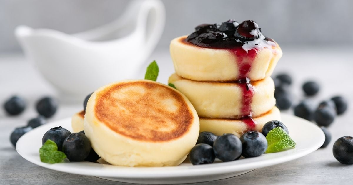 Cottage Cheese Pancakes or Snyrniki with Blueberries and Jam