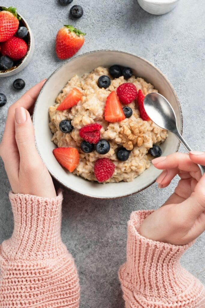 Oatmeal with Berry Toppings