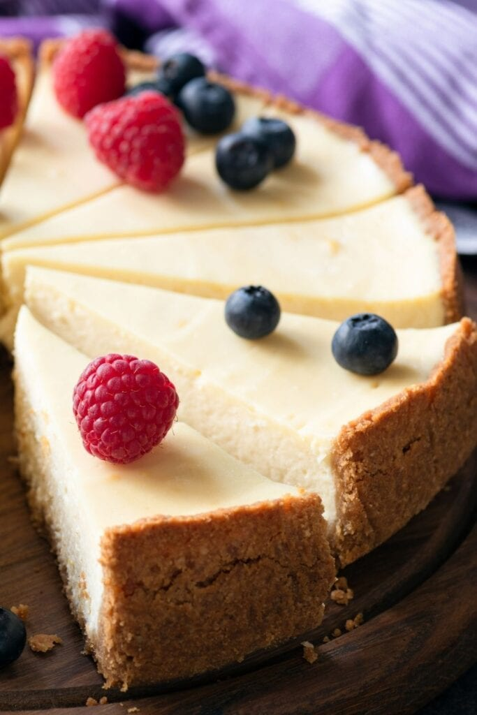 Traditional Cheesecake with Berries