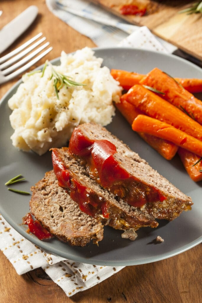 Meatloaf with Mashed Potatoes and Carrots