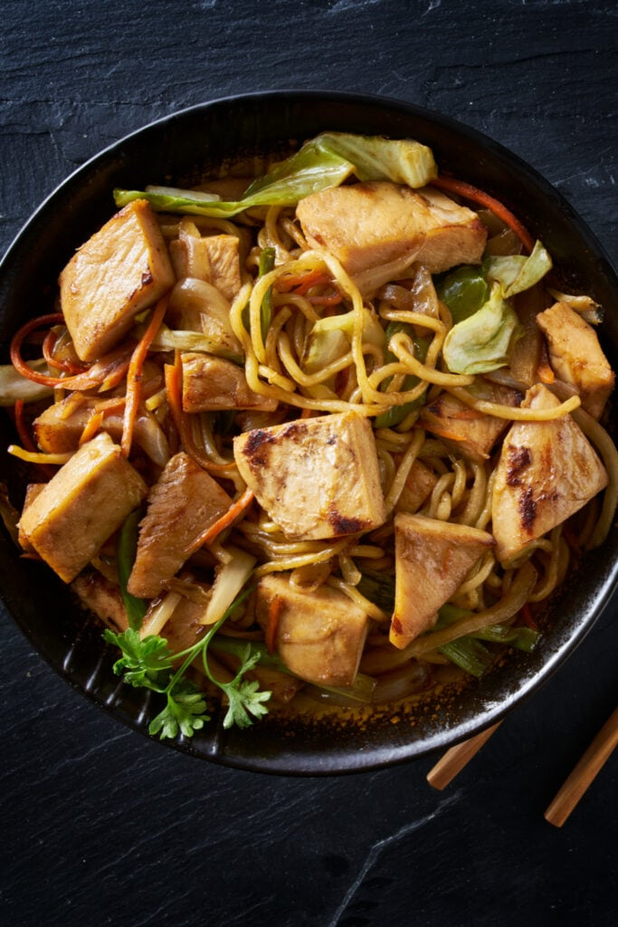 Yakisoba Chicken in a Bowl