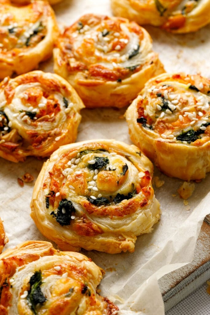 Cheesy Spinach Pinwheels Pastry with Salmon