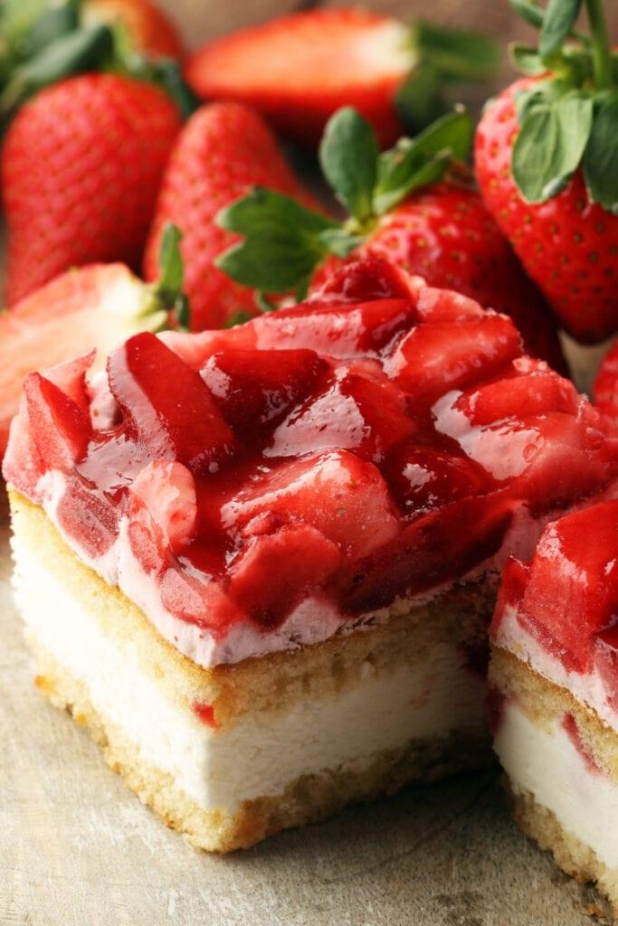 Strawberry Cake with Fresh Strawberries