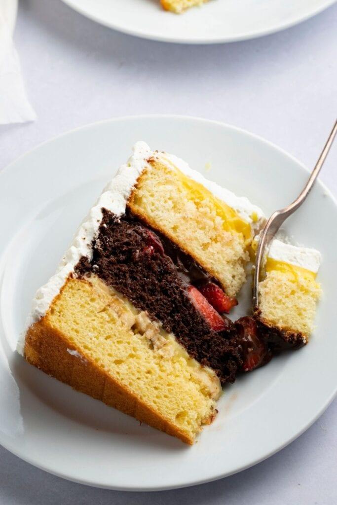 Sweet Sliced Atomic Cake with Fresh Strawberries