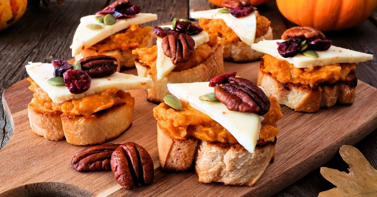 Appetizing Crostini with Pumpkin Spread, Walnuts and Cheese