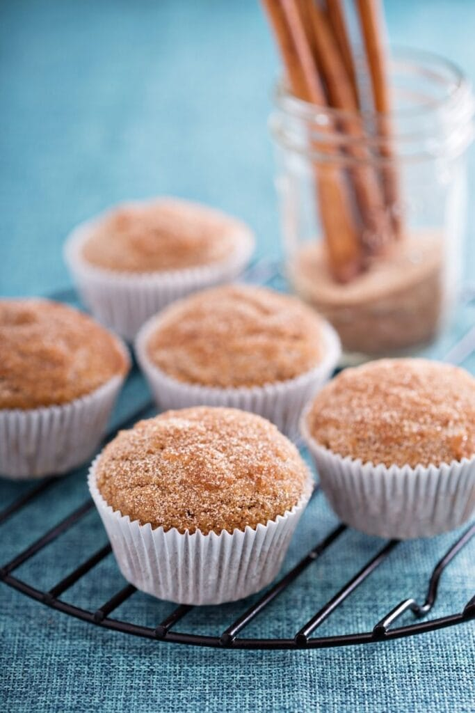 Applesauce Muffins with Cinnamon and Powdered Sugar