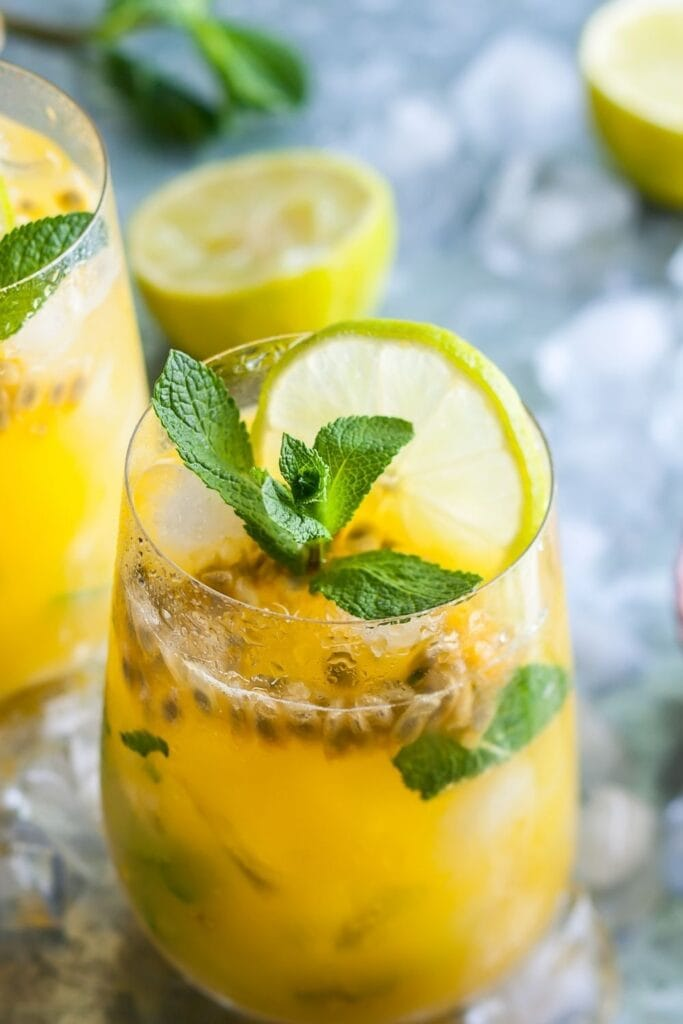 Cold Passion Fruit Juice with Mint