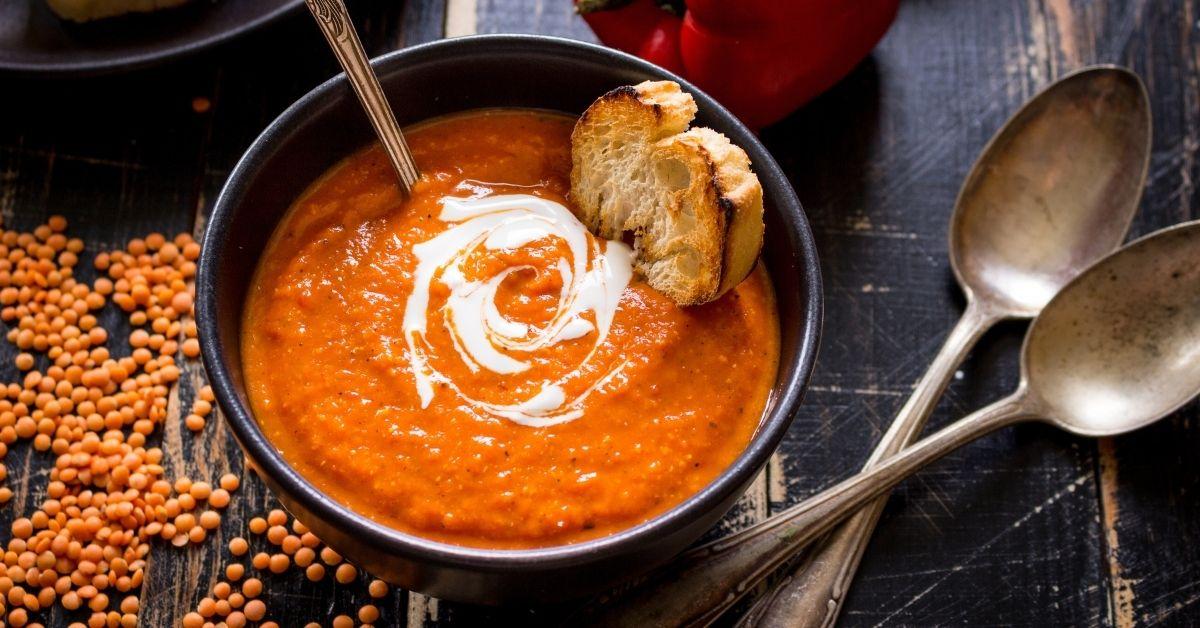 Creamy Tomato Soup with Bread