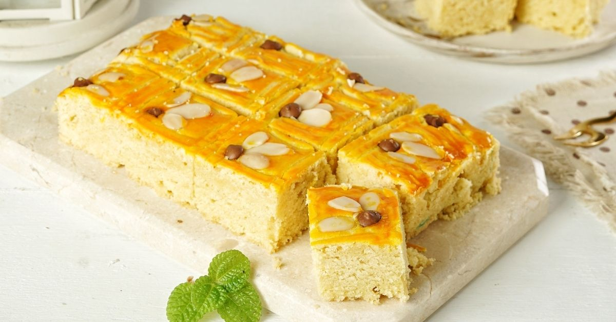 Homemade Butter Cake with Almonds