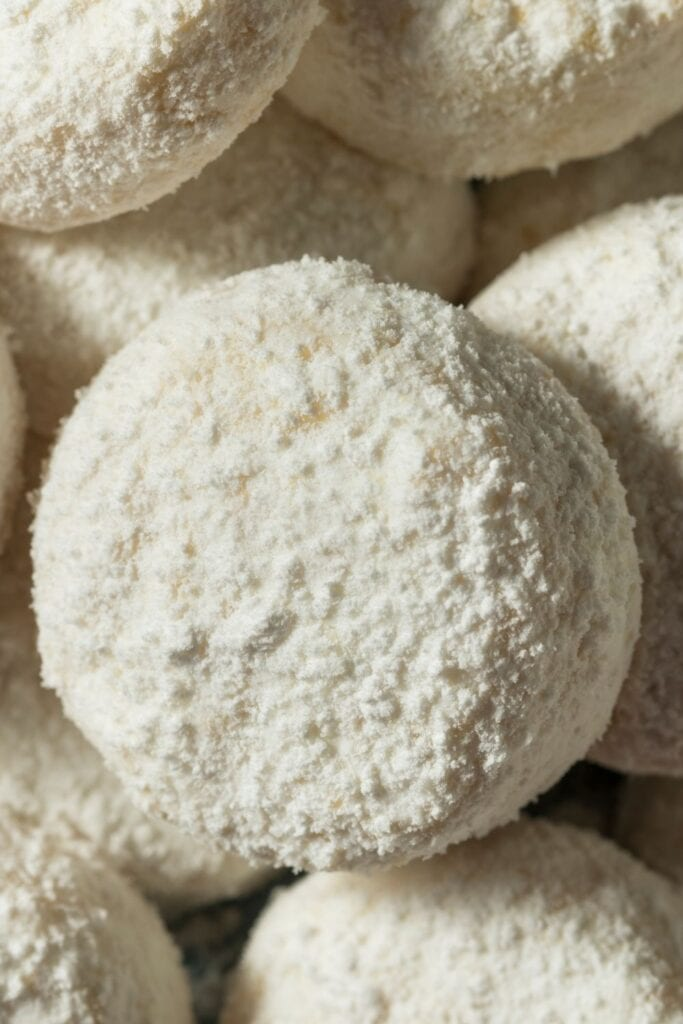 Homemade Italian Wedding Cookies with Powdered Sugar