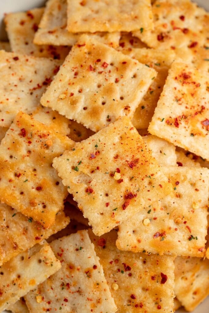 Spicy Saltine Crackers with Red Pepper Flakes