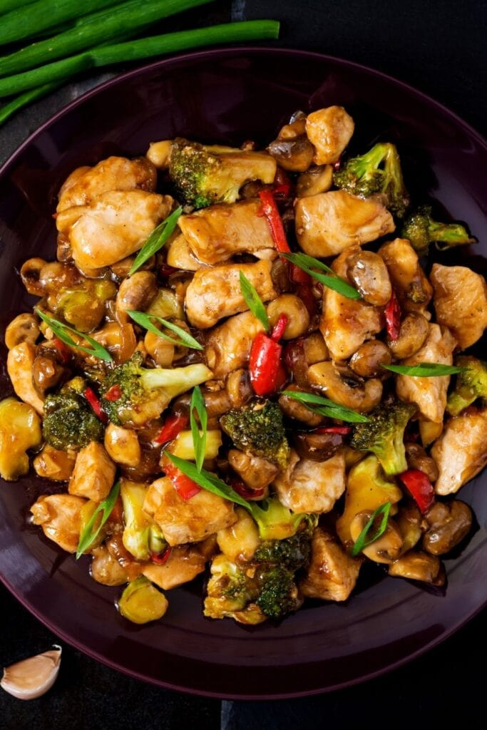 Stir Fry Chicken with Mushrooms, Broccoli and Peppers
