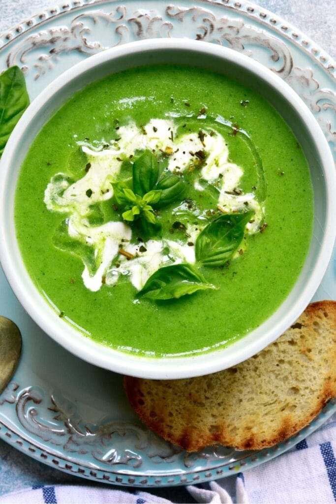 Broccoli Soup with Bread