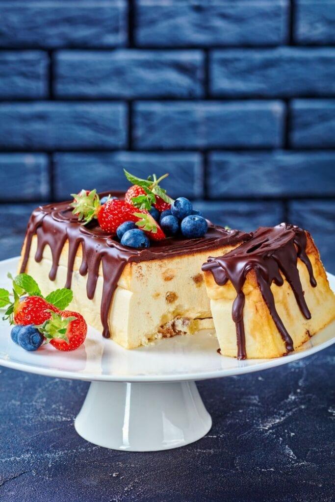 Cottage Cheese Cheesecake with Dark Chocolate and Berries